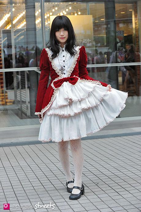 130426-2502: - Japanese street fashion in Shibuya, Tokyo